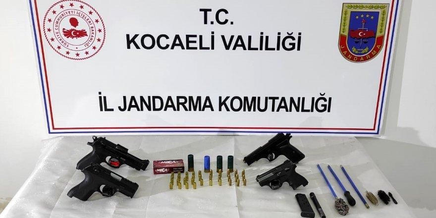 OTOMOBİL KURŞUNLANDI: 2 kişi gözaltına alındı