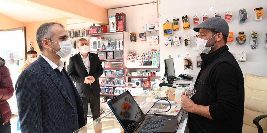 ÇAYIROVA:  Esnafların sorunlarını dinledi