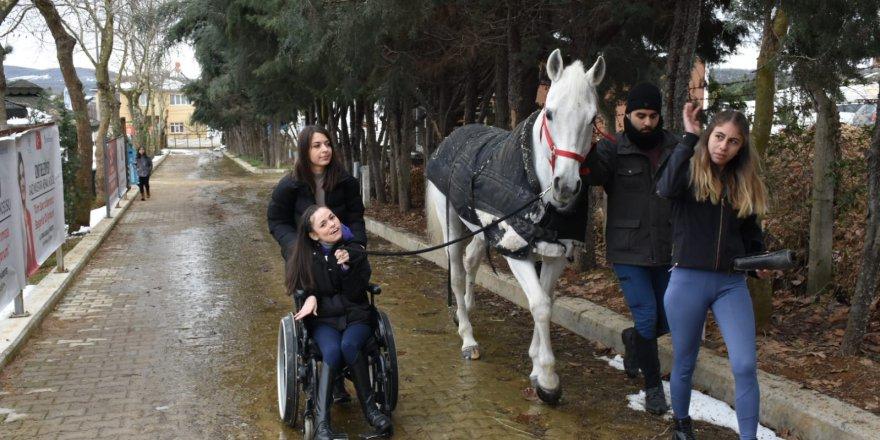 Serebral palsi hastası  Canan'ın inanılmaz azmi