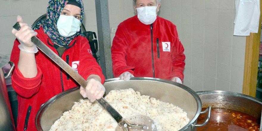 Türk Kızılay'dan 700  kişiye yemek yardımı