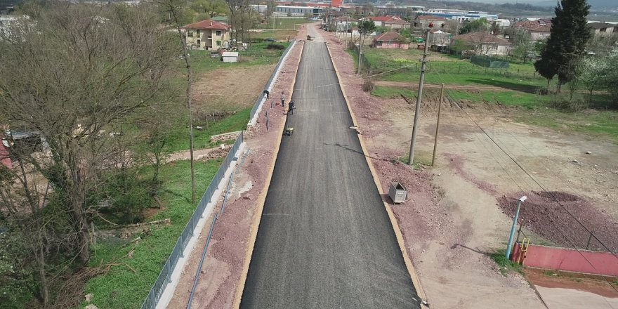 Caddede asfalt serimine başlandı