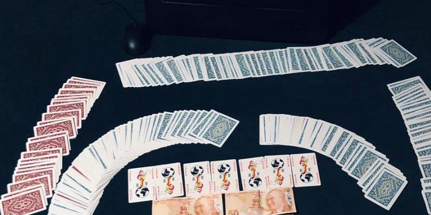 Evde kumar oynayan 12 kişiye para cezası