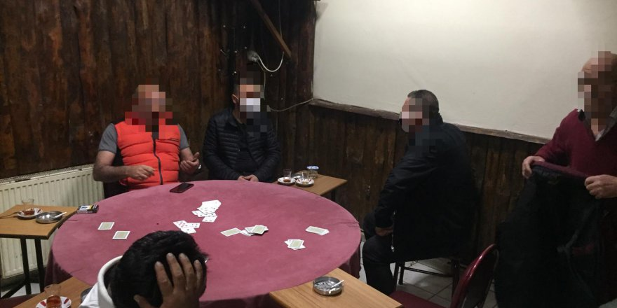 İskambil oynayan 6 kişiye para cezası!