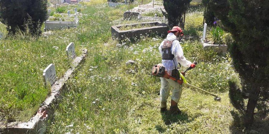 Dilovası'nda mezarlıklarda bayram temizliği