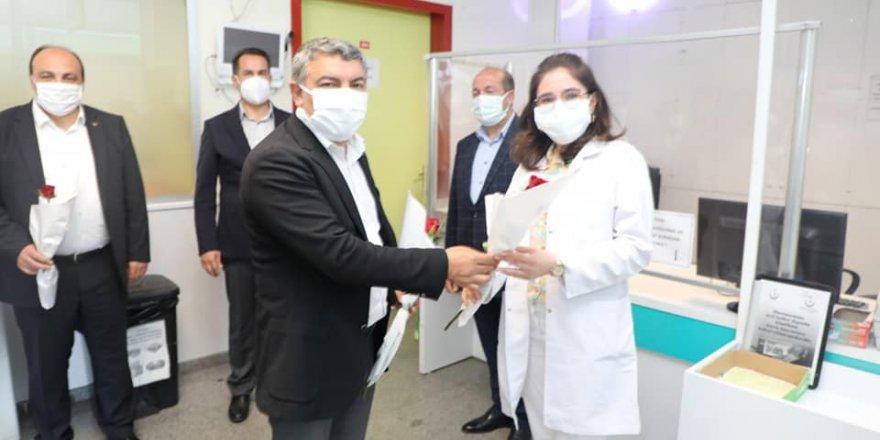 Şayir'den sağlıkçılara bayram ziyareti