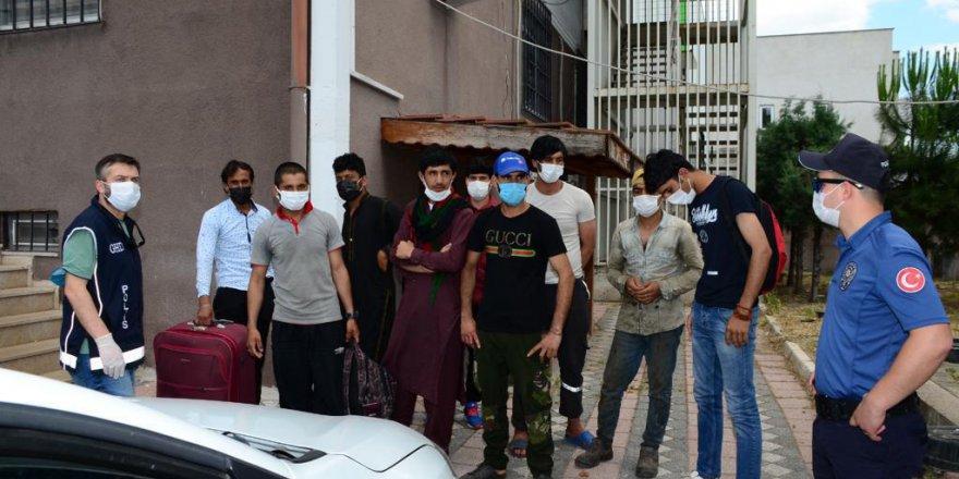 15 kaçak göçmen yakalandı