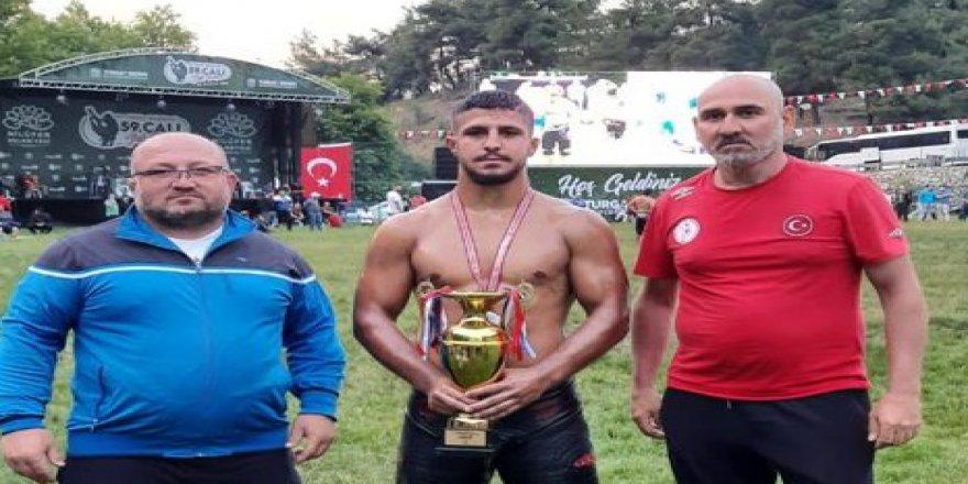 İzmitli güreşçi Bursa'da şampiyon oldu