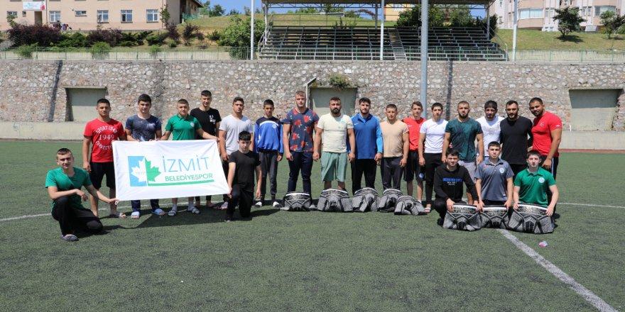İzmit Belediye sporlu pehlivanlar  Kırkpınar için kampa girdi