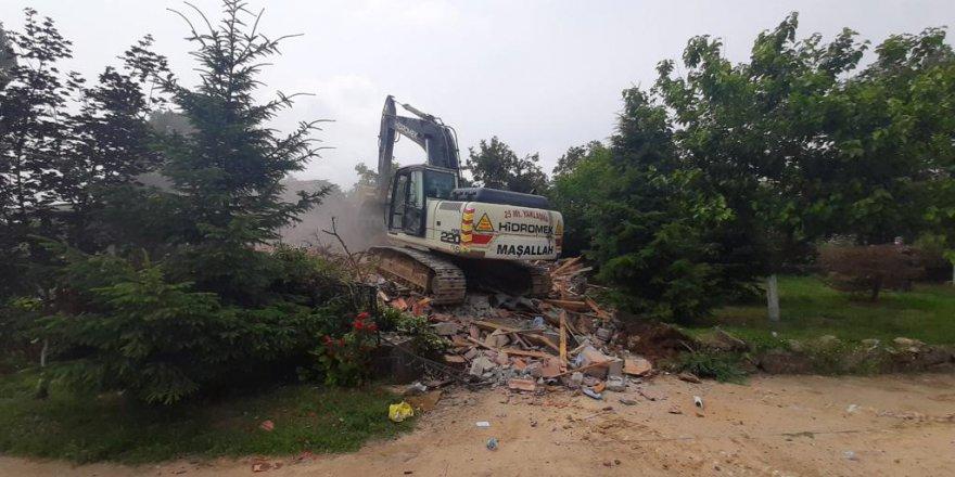 Türkkan'ın çiftliğindeki kaçak yapılar yıkıldı
