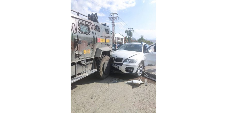 Lütfü Türkkan'ın içinde olduğu araç kaza yaptı