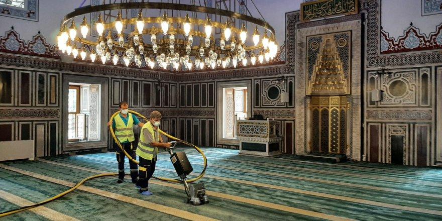 Camilerde temizlik çalışmaları