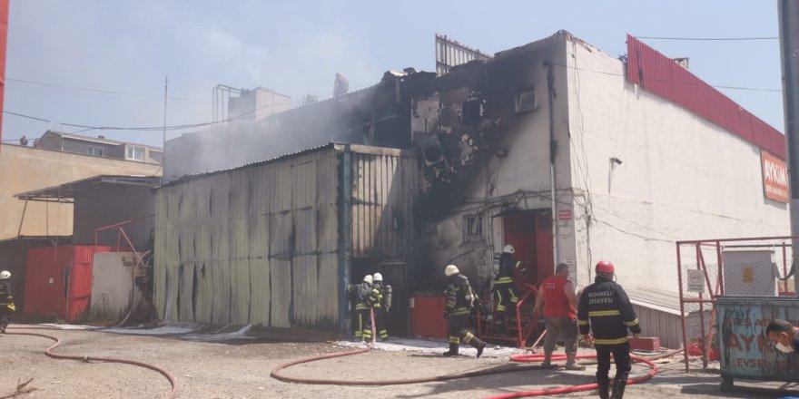 Fabrikada çıkan yangın hasara neden oldu
