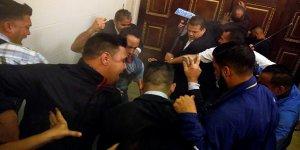 Venezuela'da hükümet yanlısı grup meclisi bastı