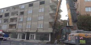 Kendi yaşadıkları binayı yıktırdılar