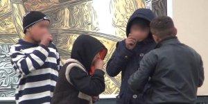 Taksim Meydanı'nda yürek burkan görüntü! Yaşları daha 12 bile değil...