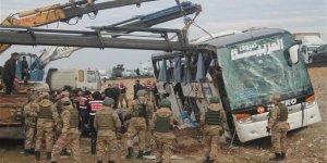 Son dakika... Silopi'de Irak'a yolcu taşıyan otobüs devrildi: 9 ölü, 28 yaralı