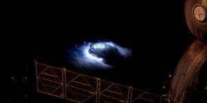 Gizemli dev şimşekler uzaydan incelenecek