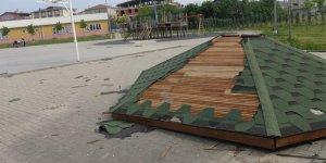 Kameriyeye ve oyun alanına hasar verdiler