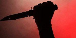Eşiyle birlikte olan köylüsünü bıçakladı