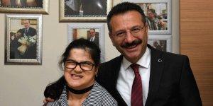 Vali Aksoy, Gülşah'ı ziyaret etti