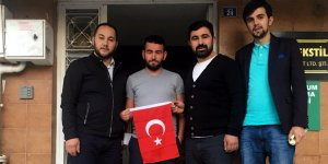 AKP'li gençler bayrak dağıttı
