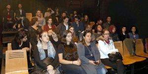 """""""Okuma Tiyatrosu"""" seyirciyle buluşuyor"""