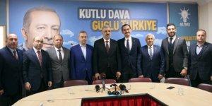 AKP yeni ilçe başkanlarını tanıttı