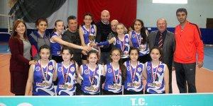 A Genç Kızlar Voleybolda Necip Fazıl AL şampiyon