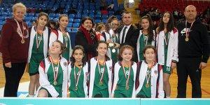 Yıldız kızlarda Şampiyon 50.Yıl Cumhuriyet
