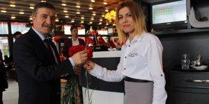 Recep Dursun'dan kadınlara çiçek