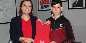 İzmit Belediyesi şampiyon güreşçinin sözleşmesini neden iptal etti