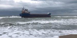 Kandıra'da gemi, karaya oturdu