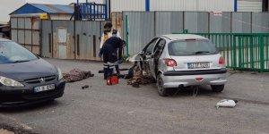 Otomobil tabelaya çarptı: 2 ölü