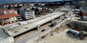 Köprülü Kavşağı'a tabliye betonu dökülüyor