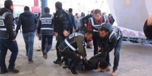 Slogan atan 8 kişi gözaltına alındı