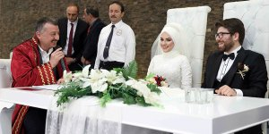 Büyükakın, ilk nikahını kıydı