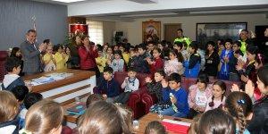 Öğrenciler, Emniyet Müdürlüğü'nü ziyaret etti