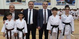 Başkan Çiftçi, Milli Karatecileri tebrik etti
