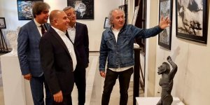 TAHSİN TARHAN:   Resim sergisini ziyaret etti
