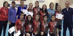Futsalcı kızlar finallere kaldı