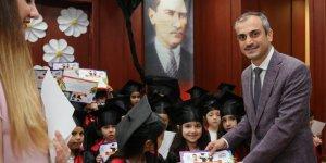Çocuk kulüplerinde mezuniyet coşkusu