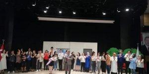 Darıca Final öğrencilerinden tiyatro gösterimi