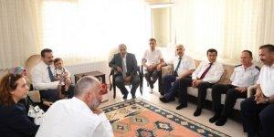 Vali Aksoy şehit ailesini ziyaret etti