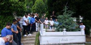 Efsane güreşçi mezarı başında anıldı
