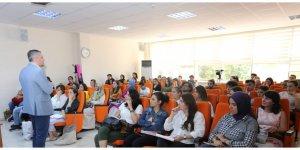 Kariyer Akademisi'nde yabancı dil semineri