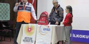 Afet çantası okullarda tanıtılıyor