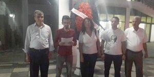 CHP Çayırova'dan siyah çelenkli protesto