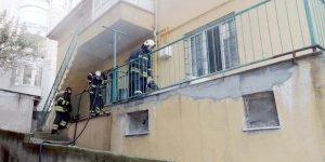 Yangında mahsur kalan kardeşler kurtarıldı