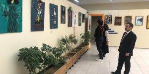 Otizmli gencin resim sergisi açıldı