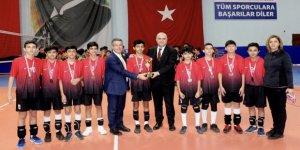 Şampiyon Uluğbey kupayı kaptı